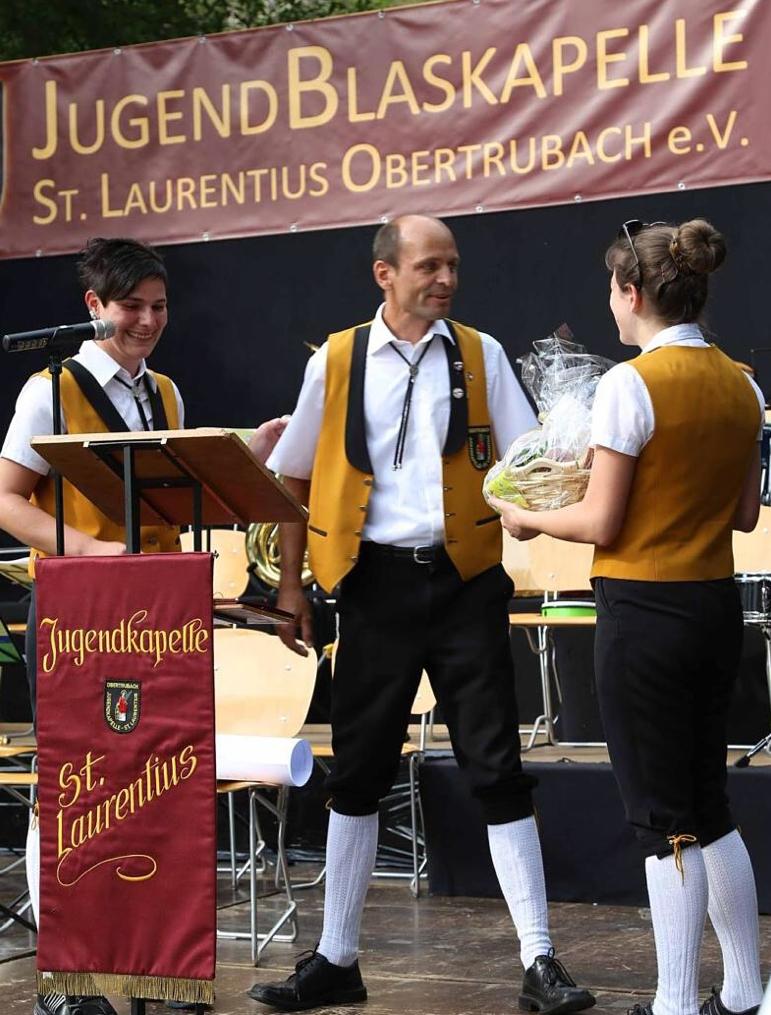 Die Vorsitzende bedankt sich bei Bernd Reichel